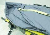Couverture bactériostatique avec ouverture zippée pour les bras